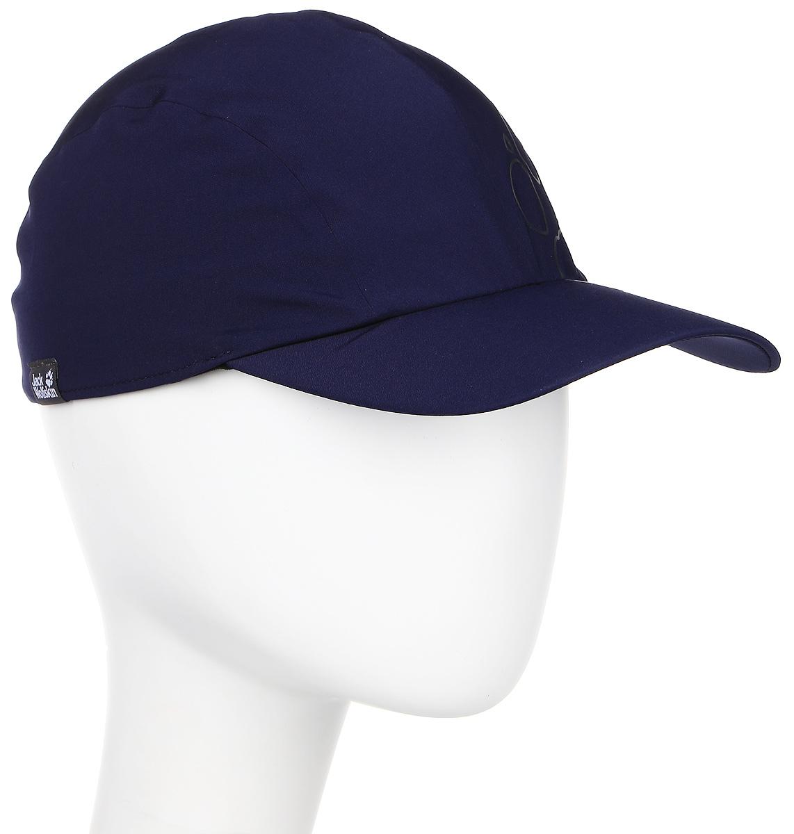Бейсболка Jack Wolfskin Activate Fold-Away Cap, цвет: темно-синий. 1904861-1010. Размер M (54/57)1904861-1010Бейсболка Activate Fold-Away Cap изготовлена из ткани Flex Shield (полиэстер с добавлением эластана). Это прочная, дышащая, эластичная ткань с защитой от влаги и ветра. Бейсболка имеет складной козырек, поэтому ее можно положить в карман или рюкзак, и она не займет много места. Модель комфортна для путешествий, повседневной носки и активных занятий спортом.
