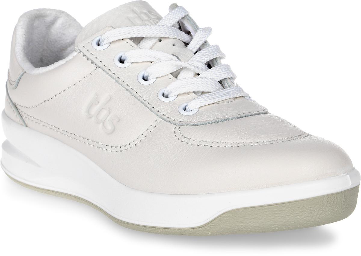 Кроссовки женские TBS Brandy, цвет: белый. BRANDY-B7A07. Размер 38 (37)BRANDY-B7A07Стильные женские кроссовки Brandy от TBS - это легкость и свобода движения каждый день! Функциональные, практичные, удобные, они подходят для городской жизни и активного отдыха. Дизайн обуви позволяет носить ее под одежду любого стиля. Модель выполнена из натуральной кожи и оформлена фирменным тиснением сбоку, декоративной прострочкой и перфорацией в области пятки. Внутренняя отделка и стелька исполнены из мягкого текстильного материала. Шнуровка надежно фиксирует изделие на ноге. Резиновая подошва с рельефной поверхностью обеспечивает идеальное сцепление. В таких кроссовках вы всегда будете выглядеть модно и стильно.