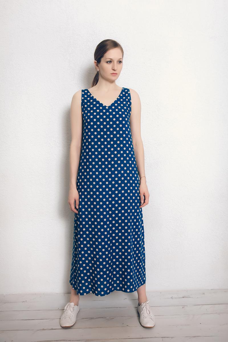 Платье домашнее Marusя Валентино, цвет: темно-голубой, горох. 171229. Размер 50171229Домашнее платье Marusя изготовлено из натурального вискозного материала. Изделие длины макси свободного кроя без рукавов.