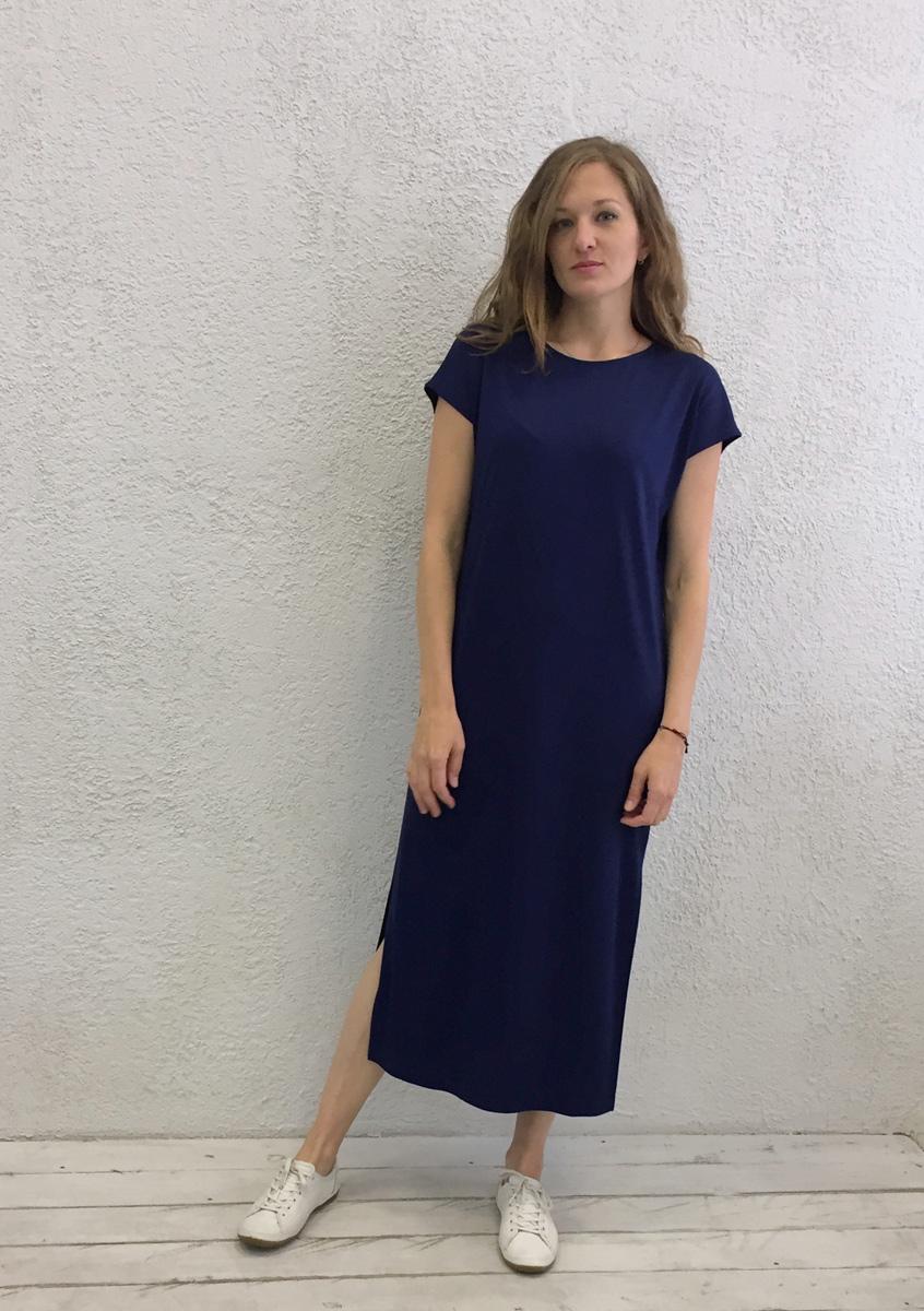 Платье домашнее Marusя Милано, цвет: темно-синий. 171230. Размер M (46)171230Домашнее платье Marusя изготовлено из вискозного материала. Изделие длины макси свободного кроя с короткими рукавами.