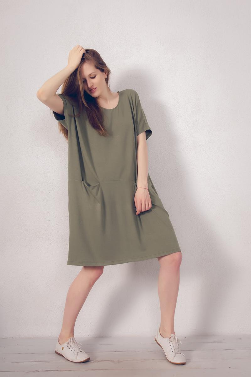 Платье домашнее Marusя, цвет: зеленый. 171222. Размер 52/54171222Домашнее платье Marusя изготовлено из натурального вискозного материала. Изделие средней длины свободного кроя с короткими рукавами. Модель дополнена карманами.
