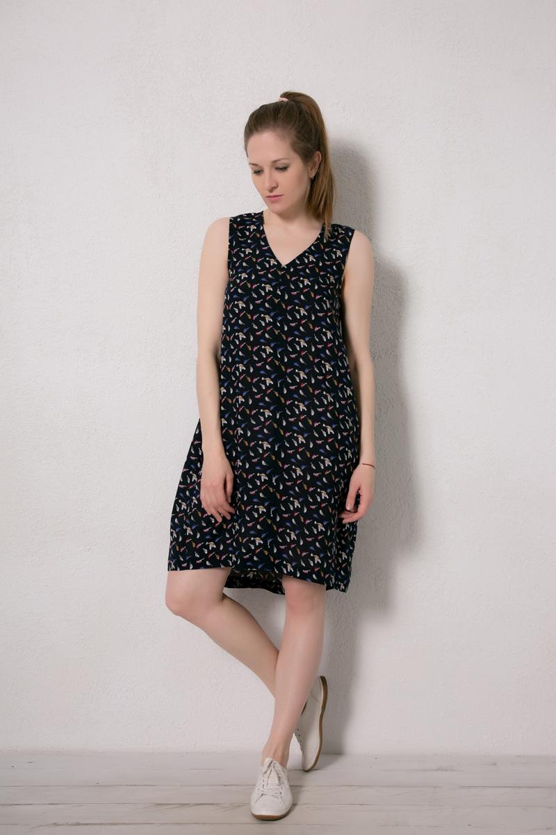 Платье домашнее Marusя, цвет: темно-синий, птицы. 171227. Размер 44171227Домашнее платье Marusя изготовлено из натурального вискозного материала. Изделие длины миди свободного кроя без рукавов.