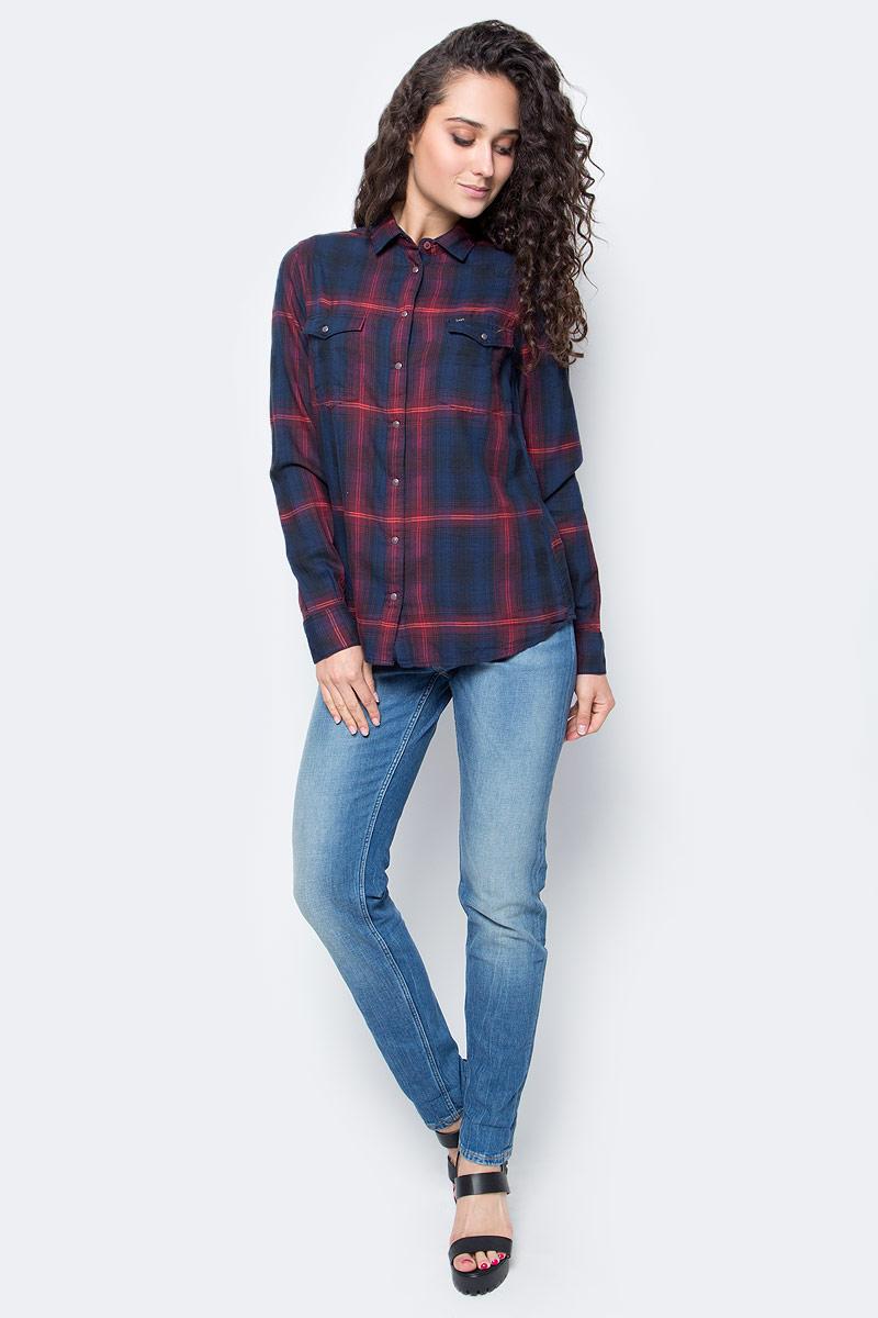 Рубашка женская Lee, цвет: темно-синий. L47WLGPD. Размер M (46)L47WLGPDСтильная женская рубашка Lee, выполнена из хлопка с добавлением модала.Модель классического кроя с отложным воротником застегивается на кнопки по всей длине. Рубашка дополнена двумя накладными карманами на груди. Длинные рукава рубашки дополнены манжетами на пуговицах. Оформлена модель интересным принтом в клетку.