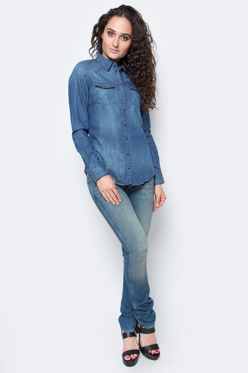 Рубашка женская Wrangler, цвет: синий. W50457P8E. Размер XS (42)W50457P8EЖенская рубашка Wrangler выполнена из натурального хлопка. Рубашка с длинными рукавами и отложным воротником застегивается на кнопки спереди. Манжеты рукавов также застегиваются на кнопки. Рубашка оформлена вышивкой в виде цветов на рукавах. На груди расположены два накладных кармана.