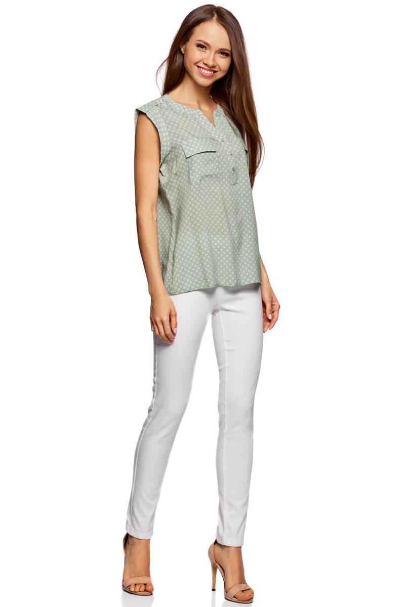 Блузка жен oodji Collection, цвет: светло-зеленый, белый, графика. 21412132-2B/24681/6010G. Размер 42-170 (48-170)21412132-2B/24681/6010GБлузка из принтованной вискозы с двумя карманами