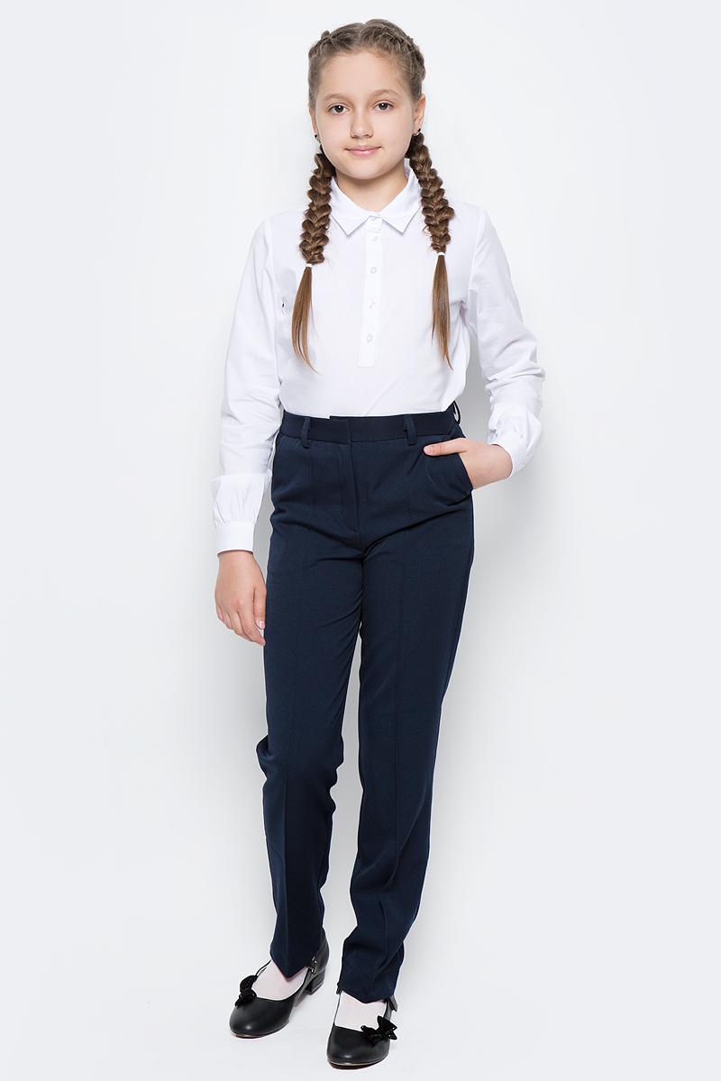 Брюки для девочки Button Blue, цвет: темно-синий. 217BBGS56021000. Размер 146, 11 лет217BBGS56021000Какие брюки для девочки станут основой школьного гардероба? Те, кто уже носил брюки из плотного трикотажа знают: трикотажные школьные брюки - это элегантность, удобство и свобода движений. Купить синие школьные брюки от Button Blue, значит, обеспечить ребенку повседневный комфорт.