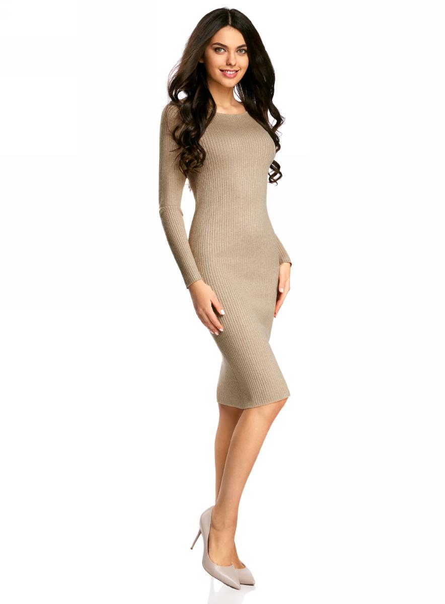 Платье жен oodji Collection, цвет: бежевый меланж. 73912207-2B/45647/3300M. Размер XXL (52)73912207-2B/45647/3300MПлатье вязаное в рубчик