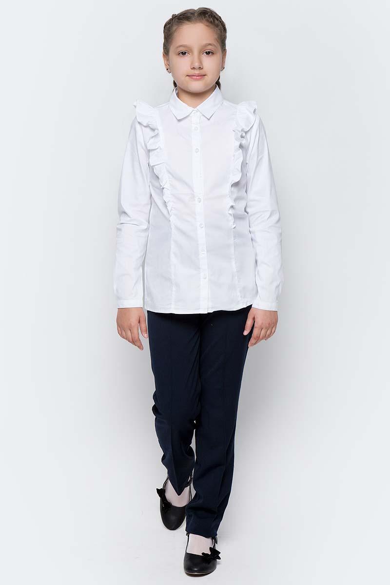 Блузка для девочки Gulliver, цвет: белый. 217GSGC2205. Размер 158217GSGC2205Какими должны быть красивые блузки для девочек? Блузка с жабо, с бантом, с рюшей или лаконичный строгий вариант без яркой отделки. Школьные блузкимогут быть самыми разными! Блузка от Gulliver хороша и для каждого дня, и для торжественных школьных мероприятий. Прекрасная ткань, красивая форма, модное оформление крупными рюшами делают блузку интересной и привлекательной. Купить детскую блузку стоит в преддверии учебного года, ведь 1 сентября эта модель понадобится как никогда. Она подчеркнет торжественность момента, сделав образ школьницы нарядным, элегантным, изысканным.