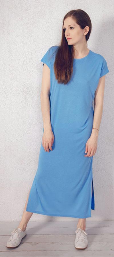 Платье домашнее Marusя, цвет: голубой. 171221. Размер 48171221Домашнее платье Marusя изготовлено из натурального вискозного материала. Изделие длины макси свободного кроя с короткими рукавами. По бокам модель дополнена разрезами.