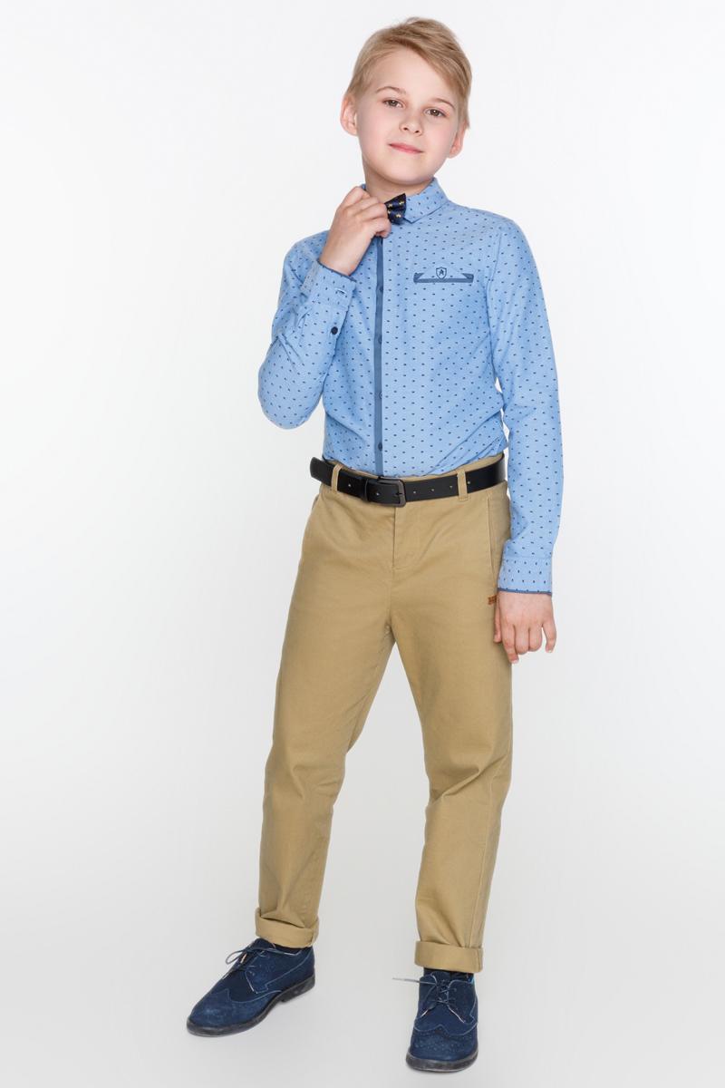 Рубашка для мальчиков Acoola Iodine, цвет: синий. 20110280042_500. Размер 17020110280042_500Рубашка из хлопковой фактурной ткани с набивным принтом, декорированная нагрудным прорезным карманом с ложным платком-паше. Модель с классическим отложным воротником, длинными рукавами с манжетами на пуговицах и контрастной планкой с застежкой на пуговицы спереди.