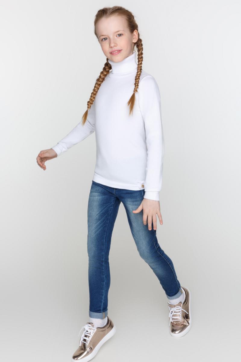Свитер для девочек Acoola Cardinal, цвет: белый. 20210320017_200. Размер 14620210320017_200Базовый свитер из вязаного эластичного трикотажа. Модель с воротником-гольф, резинками на манжетах и по низу изделия.