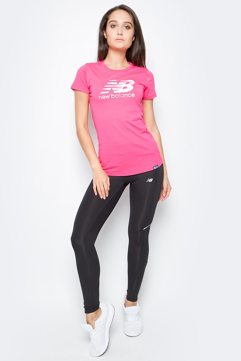 Футболка женская New Balance Batik Logo, цвет: розовый. WT71556/AKK. Размер L (48)WT71556/AKKСтильная и уютная женская футболка New Balance, изготовлена из высококачественного трикотажа, она приятна на ощупь, не раздражает кожу, позволяя ей дышать. Модель имеет короткий рукав, круглый ворот, полуприлегающий силуэт, не стесняет движения. Изделие дополнено ярким принтом в стиле New Balance.