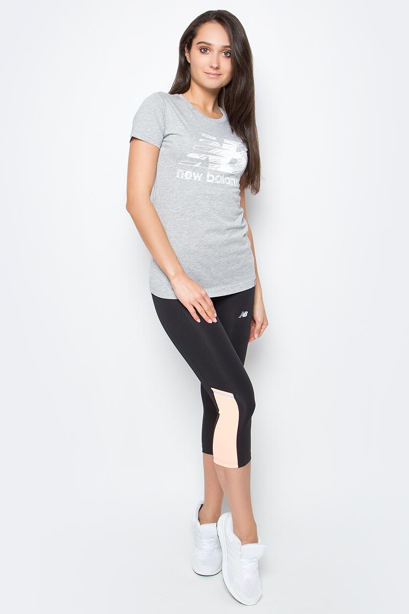 Футболка женская New Balance Sketch Tee, цвет: серый. WT63524/AG. Размер M (46)WT63524/AGФутболка женская Sketch Tee от New Balance выполнена из мягкого трикотажа. Модель прямого силуэта, имеет округлый вырез, короткие рукава, фактурный принт.