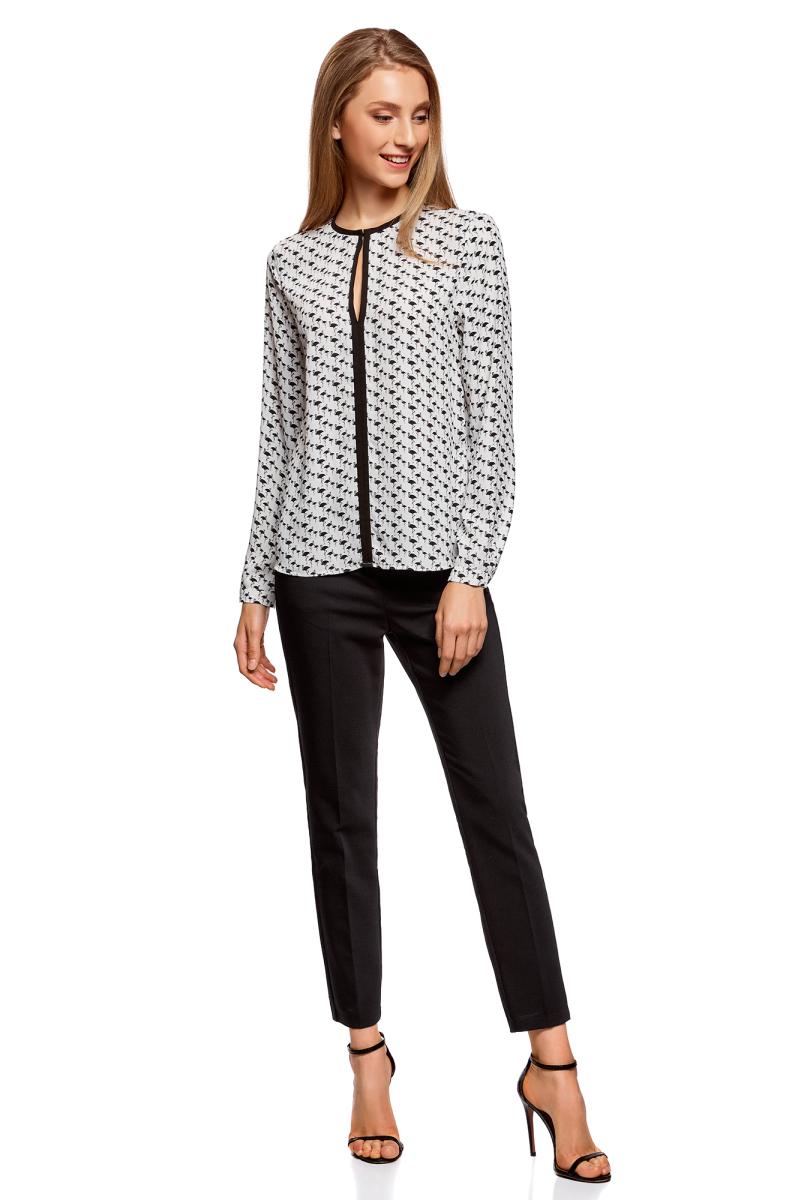Блузка жен oodji Ultra, цвет: белый, черный, графика. 11411059B/43414/1229G. Размер 36-170 (42-170)11411059B/43414/1229GБлузка из струящейся ткани с контрастной отделкой