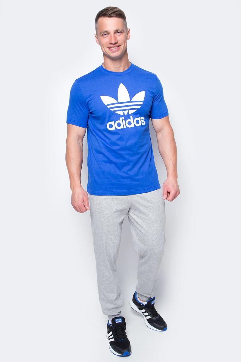 Футболка мужская adidas Orig Trefoil T, цвет: голубой. BK7161. Размер S (44/46)BK7161Футболка мужская adidas Orig Trefoil T выполнена из натурального хлопка. Модель с круглым вырезом горловины и короткими рукавами оформлена оригинальным принтом.