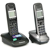 Panasonic KX-TG2512 RU2KX-TG2512RU2Телефонный аппарат - это уже привычная часть нашей жизни, без которой не обходится ни один человек. Телефонный аппарат Panasonic KX-TG2512RUN - современная стильная модель, дизайн которой подчеркнет уютную обстановку вашего дома или дополнит имидж вашего офиса. Телефонный аппарат Panasonic KX-TG2512RUN обладает набором всех необходимых функций, поэтому пользование телефоном, несомненно, будет удобным и комфортным. При этом он очень прост в эксплуатации, в нем сможет разобраться даже ребенок. Телефонные аппараты Panasonic много лет пользуются огромной популярностью за счет своего проверенного временем качества и способностью всегда быть на шаг впереди конкурентов. Дополнительная трубка в комплекте АОН, Caller ID (журнал на 50 вызовов) Спикерфон на трубке Голубая подсветка трубки Телефонный справочник (50 записей) Полифонические мелодии звонка Кириллица на дисплее Время/дата на дисплее Повторный набор номера Переход...