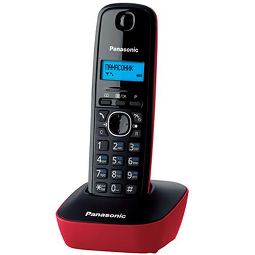 Panasonic KX-TG1611 RUR, Red DECT телефонKX-TG1611RURDECT-телефон Panasonic KX-TG1611 RUF предложит владельцу массу полезных функций, 12 мелодий звонка, стильный дизайн и подарит радость общения. Аппарат оснащен 1-строчным монохромным дисплеем с подсветкой. Это делает его использование в темноте или плохо освещенном помещении чрезвычайно удобным. Телефонная книга и журнал входящих вызовов способны сохранить до 50 номеров. Автоматический определитель номера поможет избежать нежелательных бесед, часы и будильник - не опоздать на работу или встречи. Поддержка стандартов DECT/GAP позволяет использовать любые совместимые телефоны и базы (не все функции могут быть доступны). Аппарат снабжен русскоязычным меню.