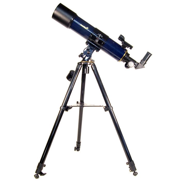 Levenhuk Strike 90 PLUS телескоп37359Телескоп Levenhuk Strike 90 PLUS – это отличная модель для тех, кто начинает пробовать свои силы в астрономических наблюдениях. Он станет верным помощником в «космических» путешествиях, как для детей, так и для их родителей. Эта модель очень проста в управлении, настройке и использовании, что, несомненно, очень важно для тех, кто только делает первые шаги в любительской астрономии. Strike 90 PLUS покажет Вам захватывающие виды поверхности Луны и ее знаменитые кратеры, позволит насладиться необычными картинами пейзажей на Марсе, Вы увидите кольца Сатурна, спутники Юпитера, а также далекие звездные скопления и туманности. Телескоп Levenhuk Strike 90 PLUS удобен и прост в управлении и использовании. Телескоп установлен на монтировку азимутального типа. Такой тип монтировки особенно удобен для начинающих пользователей – Вам не потребуется предварительная настройка перед его использованием. Монтировка установлена на прочный устойчивый штатив, изготовленный из металла. На трубе...