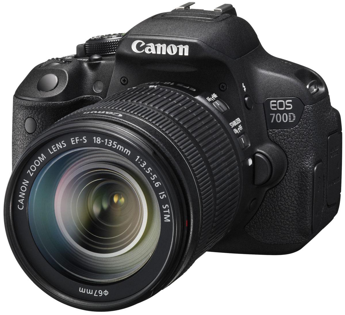 Canon EOS 700D Kit EF-S 18-135 IS STM8596B009Цифровая зеркальная камера Canon EOS 700D идеальна для первого опыта в мире изображений EOS. Сделайте шаг в мир цифровой зеркальной фотографии и раскройте свой творческий потенциал. 18-мегапиксельный датчик позволяет создавать превосходные фотографии и видео, а удобный сенсорный ЖК-экран с переменным углом наклона Clear View II превращает съемку в удовольствие.Превосходное качество изображения:Запечатлейте каждую деталь благодаря 18-мегапиксельной матрице с гибридным CMOS-автофокусом. EOS 700D позволяет создавать изображения с низким уровнем шумов, которые можно распечатывать в большом разрешении, либо кадрировать и менять композицию.Видео в формате Full HD:Снимайте видео с разрешением 1080p и с выбором оптимального уровня автоматического или ручного контроля. Технология гибридной автофокусировки обеспечивает автоматическую непрерывную фокусировку при съемке видео. EOS 700D поддерживает почти бесшумную следящую автофокусировку для видео, используя совместимые объективы с технологией STM. Запись стереозвука осуществляется с помощью встроенного или внешнего микрофона.Отслеживайте динамику движений:Отслеживайте движущиеся объекты с помощью системы автофокусировки с 9 точками крестового типа, даже если они перемещаются в пределах сцены. Серийная съемка со скоростью 5 кадров/с очередями до 22 снимков означает, что Вы никогда не пропустите решающий момент.Откройте новые углы обзора:Компонуйте фотографии и видео под новыми и интересными углами с помощью 77-мм (3,0) сенсорного ЖК-экрана с переменным углом наклона Clear View II с соотношением сторон 3:2. Снимайте над головой или выберите впечатляющий ракурс на уровне поверхности земли.Сенсорное управление:Камеру EOS 700D удобно использовать с самого начала. Наводка на резкость и съемка одним касанием сенсорного экрана камеры, а также просмотр изображений при помощи движения пальцами и перетаскивания.Интеллектуальный сценарный режим:Легкое создание прекрасных снимков. Интеллектуаль
