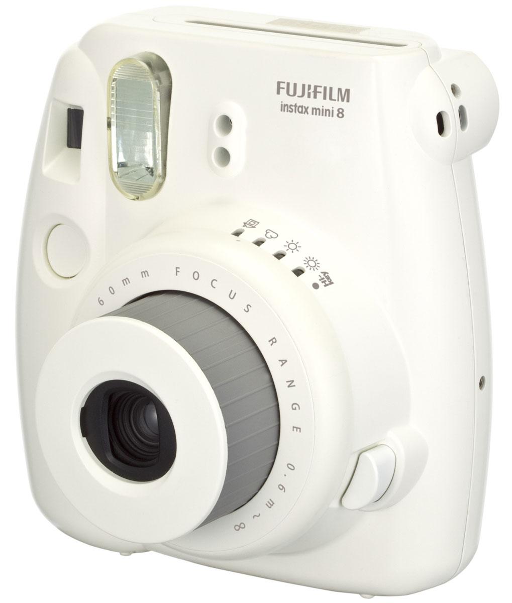 Fujifilm Instax Mini 8, White фотоаппарат16273142Камера с технологией моментальной печати Fujifilm INSTAX Mini 8 позволяет печатать фотографии размера визитной карточки сразу после съемки. Обладая теми же конструктивными и эксплуатационными характеристиками, что и INSTAX mini 7S, INSTAX mini 8 примерно на 10% меньше mini 7S по объему корпуса. Процесс кадрирования стал проще благодаря видоискателю, который передает четкую картинку в реальном времени (даже при съемке под углом) и отличается более наглядной центральной меткой. К функциям съемки добавлен режим High-key - повышение диафрагмы на 2/3 ступени. Чтобы сделать фотографию с яркими и мягкими цветами, которые так полюбились девушкам, достаточно прокрутить диск в режим High-key. С момента своего выхода в свет в 1998 году камера INSTAX mini стала очень популярной благодаря простому управлению, остроумному дизайну и удивительному качеству снимков. Судя по тому, насколько распространен в наше время обмен цифровыми фотографиями, способов...