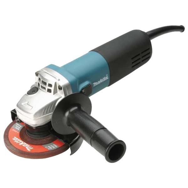 Шлифмашина угловая Makita 9558HNK9558HNKОбладающая габаритами малого инструмента угловая шлифовальная машина Makita 9558 HNK оснащена рабочим кругом диаметром 125 мм, а это значит, что производительность ее гораздо выше - за единицу времени с ее помощью можно зачистить и отшлифовать большую площадь и режет она, соответственно, глубже. Как правило, инженеры производственного концерна Makita для каждого вида инструментов разрабатывают новую конструкцию двигателя, рассчитанную на определенные условия эксплуатации. В частности угловая шлифовальная машина Makita 9558 HNK оснащена чрезвычайно эффективным двигателем (840 Вт) с повышенной стойкостью к перегревам. Обмотка двигателя содержит защитное покрытие из специального лака, препятствующее оседанию мелких абразивных частиц (пыли), образующихся в процессе резки или шлифовки и проникающих внутрь инструмента с потоком воздуха, засасываемого через вентиляционные отверстия в задней части корпуса. Чтобы максимально защитить механизм угловой шлифовальной машины...