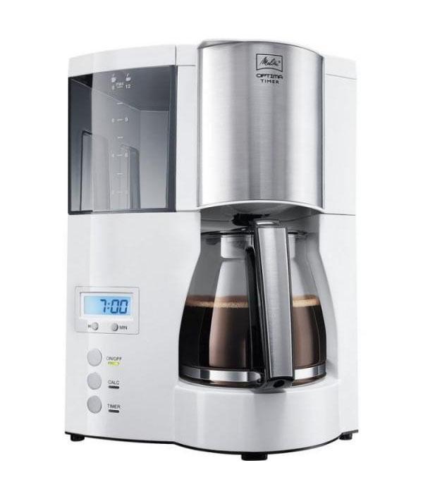 Кофеварка Melitta Optima Glass TimerOptima Glass TimerКофеварка Optima позволяет выбрать один из нескольких вариантов аромата для получаемого кофе. Металлические детали, используемые в данной модели кофеварки, выполнены из высококачественной нержавеющей стали. Все съемные детали – фильтр и кувшин для воды – удобно мыть и легко ставить на место.