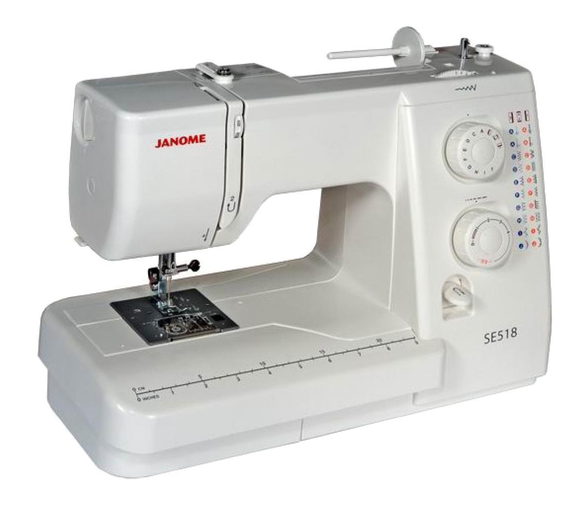 Janome SE 518 швейная машинаSE518Простая и удобная в эксплуатации швейная машина идеально подходит как для начинающих, так и для более опытных пользователей. Функция петля-полуавтомат позволит Вам быстро и качественно выполнить петли различной длины. Машина работает с различными видами тканей. С регулятором длины и ширины стежка Вам удастся еще больше разнообразить свою работу. Отличительные особенности: Электромеханическая швейная машина 21 швейная операция - рабочие строчки - потайные строчки - оверлочные строчки - трикотажные строчки - декоративные строчки - петля-полуавтомат - Регулировка длины стежка от 0 до 4 мм - Регулировка ширины зигзага до 5 мм - Регулятор натяжения верхней нити - Горизонтальный челнок - Рычаг обратного хода - Переключатель регулятора скорости на педали - Легко пристегивающаяся лапка - Дополнительный подъём лапки - Регулятор давления лапки на ткань ...