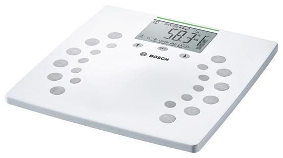 Bosch PPW 2360 напольные весыPPW2360Bosch PPW 2360 - это современные напольные весы с привлекательным дизайном. Они способны взвесить до 180 кг за один раз, при этом погрешность измерения составляет всего 100 гр. Поскольку весы электронные, то имеющаяся у них память позволяет вести учет веса всей семьи, при этом каждый пользователь сможет следить за своими показателями самостоятельно (максимум - 10 человек). Кроме стандартного взвешивания, весы Bosch PPW 2360 измеряют массовые доли костной и мышечной ткани, содержание воды и жировой ткани. Результаты измерений высвечиваются на дисплее. Металлопластиковая платформа белого цвета с оригинальным рисунком станет прекрасным дополнением интерьера. Следите за своим здоровьем вместе с Bosch PPW 2360! ВАЖНО! Эти весы не предназначены для использования беременными женщинами и людьми с имплантированными медицинскими аппаратами, такими как кардиостимуляторы.