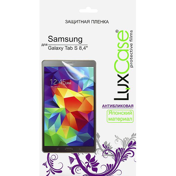 Luxcase защитная пленка для Samsung Galaxy Tab S 8.4, антибликовая80863Защитная пленка для Samsung Galaxy Tab S 8.4 (антибликовая или суперпрозрачная) имеет два защитных слоя, которые снимаются во время наклеивания. Данная защитная пленка подходит как для резистивных, так и для емкостных экранов, не снижает чувствительности на нажатие. На защитной пленке есть все технологические отверстия под камеру, кнопки и вырезы под особенности экрана. Благодаря использованию высококачественного японского материала пленка легко наклеивается, плотно прилегает, имеет высокую прозрачность и устойчивость к механическим воздействиям. Потребительские свойства и эргономика сенсорного экрана при этом не ухудшаются.