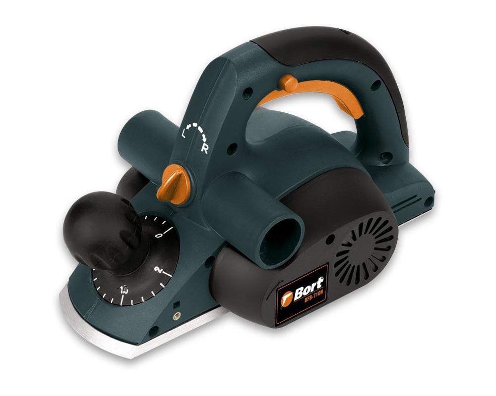 Рубанок электрический Bort BFB-710NBFB-710NBort предлагает широкий ассортимент ручного электроинструмента, который соответствует наивысшим требованиям к качеству. Надежность, высокая производительность и прочность равным образом удовлетворяют запросы всех потребителей.Современный электроинструмент должен сочетать в себе надежность, отличную эргономику и удобство в работе. Все эти качества, а также современный и эксклюзивный дизайн, отличают электроинструмент Bort.