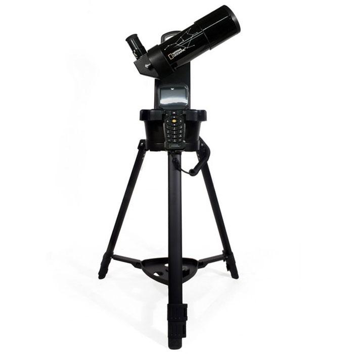Bresser National Geographic 70/350 GoTo телескоп60030Bresser National Geographic 70/350 GoTo – это рефрактор-ахромат с системой автонаведения и широкоугольным объективом. Его фокусное расстояние составляет 350 мм при диаметре объектива 70 мм. Благодаря компактным размерам и простоте использования такой телескоп станет прекрасным спутником в поездках на природу, в походах или путешествиях.Оптическая труба установлена на одноперьевую монтировку с электроприводами по обеим осям. Особенность телескопа состоит в том, что его база данных содержит около 272 000 объектов – это гораздо больше, чем у других моделей с автонаведением. Он покажет множество лунных кратеров, облака в атмосфере Юпитера и кольца Сатурна – и это только малая часть доступных объектов. Наблюдения можно вести, установив прибор на треногу или на любую ровную поверхность (например, стол). Телескоп успешно решает главную сложность, возникающую у новичков, – проблему наведения. Это делает Bresser National Geographic 70/350 GoTo отличным вариантом для начинающих любителей астрономии, которые еще не имеют опыта в поиске небесных объектов. Кроме того, функция автонаведения существенно сокращает время на настройку, оставляя его непосредственно для наблюдений.