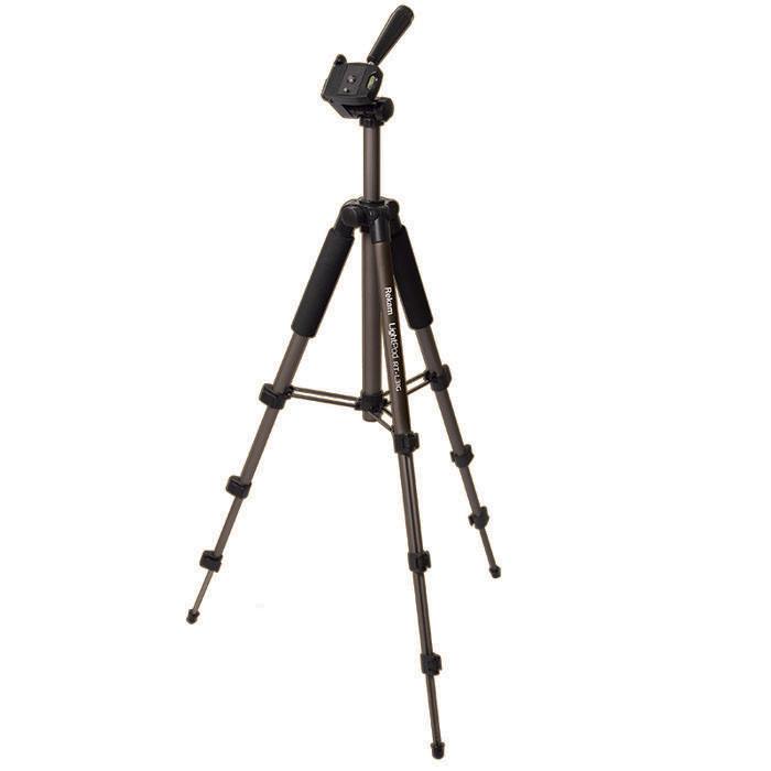 Rekam LightPod RT-L31G штатив фото/видеоLightPod RT-L31GRekam RT-L31G – легкий, 4-секционный, штатив для любительской фото- и видео съемки. Облегченная конструкция и компактные размеры штатива делают его удобным для путешествий и выездных съемок. Благодаря поперечным растяжкам между опорами и центральной колонной, штатив легко устанавливается в ровном положении. Многогранное сечение ног придает конструкции дополнительную прочность и устойчивость. Для быстрой установки горизонта «голова» штатива оснащена жидкостным уровнем. Конструкция 3D «головы» позволяет поворачивать камеру для съемки вертикальных кадров, и производить панорамную и видео съемку. Управление «головой» осуществляется при помощи ручки. Для удобного обхвата и переноса верхние секции ног штатива оснащены специальными мягкими накладками («муфтами»).