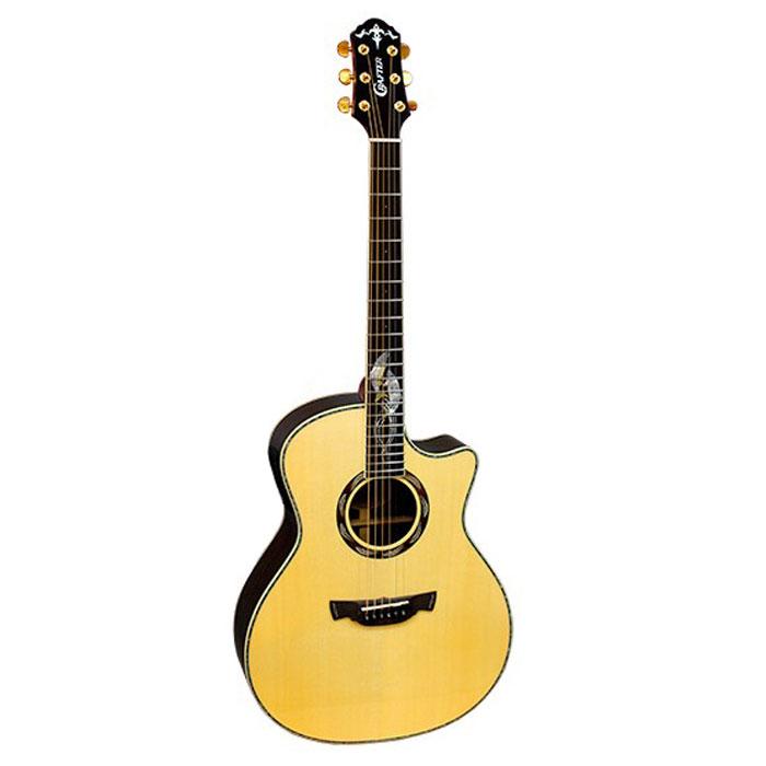 Crafter SM-Rose Plus электро-акустическая гитара + кейсSM-ROSE PLUSЭлектроакустическая гитара Crafter SM-Rose Plus – модель из серии Anniversary. Начиная с 2002 года Crafter ежегодно выпускает одну юбилейную модель со своим уникальным дизайном. Некоторые гитары выпускаются ограниченным тиражом в течение года, другие благодаря своей популярности продолжают выпускаться и в последующие годы. Как и остальные юбилейные модели, Crafter SM-Rose Plus имеет форму корпуса Grand Auditorium, одну из самых популярных форм акустических гитар. Гранд Аудиториум обладает хорошей эргономикой, а также отличным балансом частот и превосходной читаемостью всех нот, что особенно ценят гитаристы, играющие «фингерстайл». Высокий уровень этого инструмента определяется в первую очередь тем, что он выполнен полностью из массива древесины, в то время как у большинства гитар нижняя дека и обечайки обычно делаются из ламината. Верхняя дека действительно является основным звукообразующим элементом корпуса гитары, но когда речь идет о ...