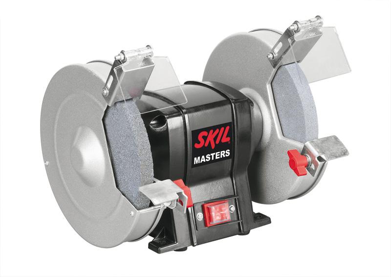 Электроточило Skil Masters 3900NA (F0153900NA)F0153900NAЭлектроточило Skil Masters 3900NA используется в частных домах, гаражах и небольших мастерских при проведении столярных и слесарных работ. Станок подходит для черновой и чистовой заточки инструментов, шлифования и полировки различных деталей в зависимости от используемого шлифовального круга. Прочный стальной корпус защищает электрический двигатель от механических повреждений.