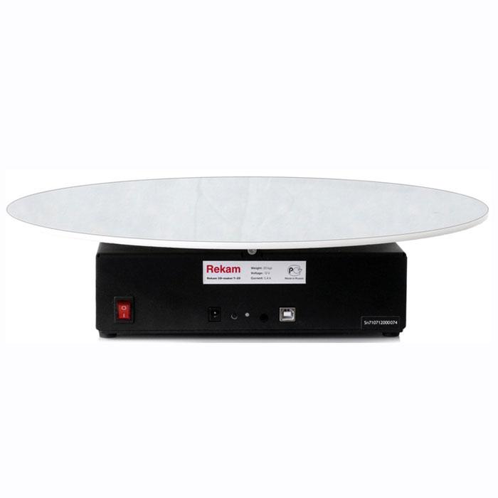 Rekam Т-20 стол предметный для 3D фотосъемкиТ-20Поворотная платформа для предметной фотосъемки Rekam 3D-maker Т-20 является удобным решением для применения в студиях. Столик имеет увеличенный диаметр диска и улучшенную механику, что позволяет снимать более тяжелые объекты, которые невозможно снять при помощи стола Rekam 3D-maker Т-12. При этом вес самого столика позволяет использовать его не только как стационарный студийный вариант, но и на выездной фотосъемке. Нагрузочная способность данного стола составляет 20кг, что позволяет снимать как небольшие предметы типа мобильных телефонов, так и более крупные, такие, как мониторы, небольшая офисная техника, цветы.