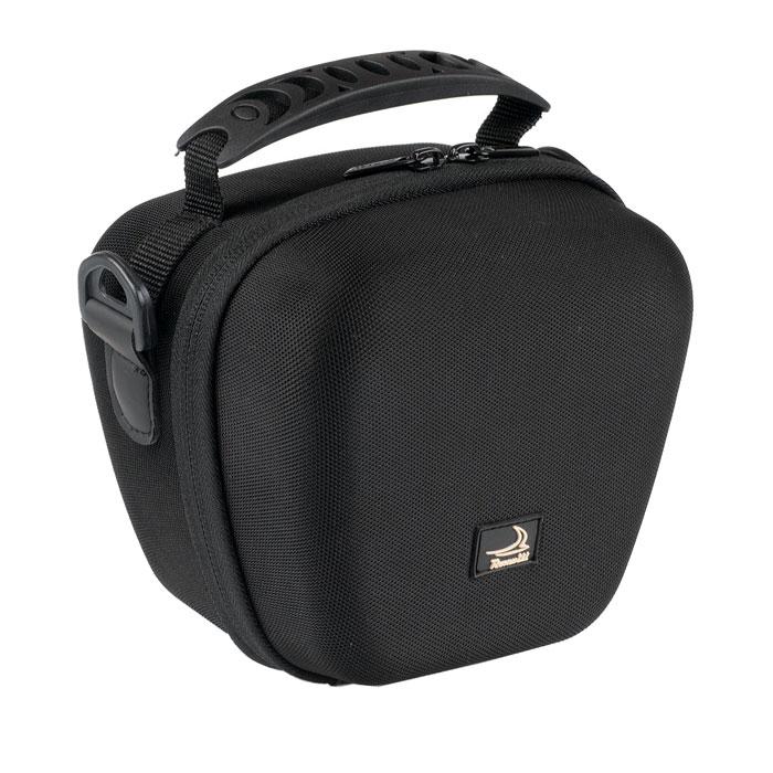 Roxwill L20, Black чехол для фото- и видеокамерL20 blackНадежная сумка Roxwill L20 для суперзумов и системных фотокамер. Надежно защитит вашу камеру от случайных ударов и царапин, а также от пыли и влаги. Сделана из материала EVA (вспененная резина), который не подлежит воздействию агрессивных веществ и предохраняет фотоаппарат при падении. Закрывается на двойную застежку «молния» и обеспечивает быстрый доступ к фотокамере. Имеется внутренний карман для карт памяти. Для переноски предусмотрены регулируемый наплечный ремень и удобная ручка.