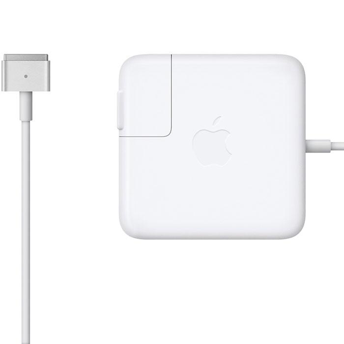 Apple MagSafe 2 адаптер питания 85 Вт для MacBook Pro Retina (MD506Z/A)MD506Z/AАдаптер питания Apple MagSafe 2 мощностью 85 Вт оснащён магнитным разъёмом. Если кто-то случайно наступит на кабель, он просто отсоединится, а ваш MacBook Pro останется на месте. Это также помогает избежать преждевременного износа кабелей. Кроме того, магнитный разъём обеспечивает быстрое и надёжное подключение к системе.При правильном подключении на разъёме загорается светодиод. Жёлтый цвет означает, что ноутбук заряжается, а зелёный показывает, что он полностью заряжен. Кабель питания, прилагающийся к адаптеру, даёт максимальное пространство для манёвра, а штепсельная вилка для розетки переменного тока (также входит в комплект) позволяет путешествовать налегке.Этот адаптер удобно брать с собой в дорогу: кабель можно намотать на устройство и таким образом сэкономить место. Apple MagSafe 2 заряжает литиевый аккумулятор с полимерным электролитом независимо от того, включена ли система, выключена или находится в режиме сна. Он также обеспечивает систему питанием, если вы работаете без аккумулятора.
