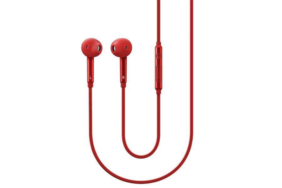 Samsung EO-EG920L In-Ear-Fit, Red гарнитураEO-EG920LREGRUEO-EG920L - это высококлассная проводная гарнитура от известной компании производителя электроники и аксессуаров Samsung. Данная модель гарнитуры оптимально совмещает в себе высочайшее качество звучания и эргономичный высокофункциональный дизайн. Качественная проводная гарнитура способна значительно упростить управление смартфоном во время разговора и воспроизведения мультимедиа файлов, а также значительно улучшить слышимость собеседника, когда вы находитесь в шумном месте. Гарнитура EO-EG920Lпревосходно справляется с набором данных функций. Благодаря удобным амбушюрам вкладышам создается непревзойденная шумоизоляция, благодаря которой внешние раздражающие шумы не смогут помешать вашему телефонному разговору или прослушиванию музыки. Широкий частотный диапазон и высокая чувствительность наушников обеспечивают мощное объемное звучание, которое придется по вкусу всем любителям громкой музыки. Значительно упростит управление воспроизведением музыки и телефонными разговорами эргономичный пульт управления, закрепленный на проводе