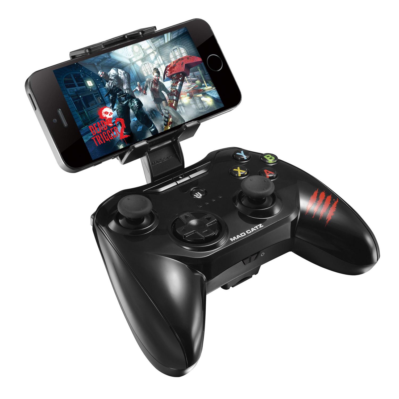 Mad Catz C.T.R.L.i, Black геймпад для iPhone и iPadPCA269Mad Catz C.T.R.L.i - стильный беспроводной геймпад для iPhone или iPad. Контроллер превратит ваше мобильное устройство в игровую консоль и позволит играть где угодно - дома, в поездках, путешествиях. Он оснащен лицензированным модулем связи от Apple и совместим с iPhone и iPad 5 поколения. Данная модель подключается к мобильному устройству через протокол Bluetooth. Благодаря энергоэффективному модулю Bluetooth 4.0 геймпад может проработать в автономном режиме до двух суток. Для комфортной игры на ходу новинка оснащена съемными регулируемыми зажимами, в которые можно вставить iPhone или iPad. При этом в устройстве не перекрывается разъем Lightning и его можно заряжать даже во время игры. Mad Catz C.T.R.L. i позволяет играть и на большом экране, используя в качестве консоли планшет или смартфон от Apple, соединив его с телевизором с помощью HDMI-кабеля. Геймпад имеет классический дизайн и традиционный набор средств управления: 8-позиционный D-pad и два аналоговых...