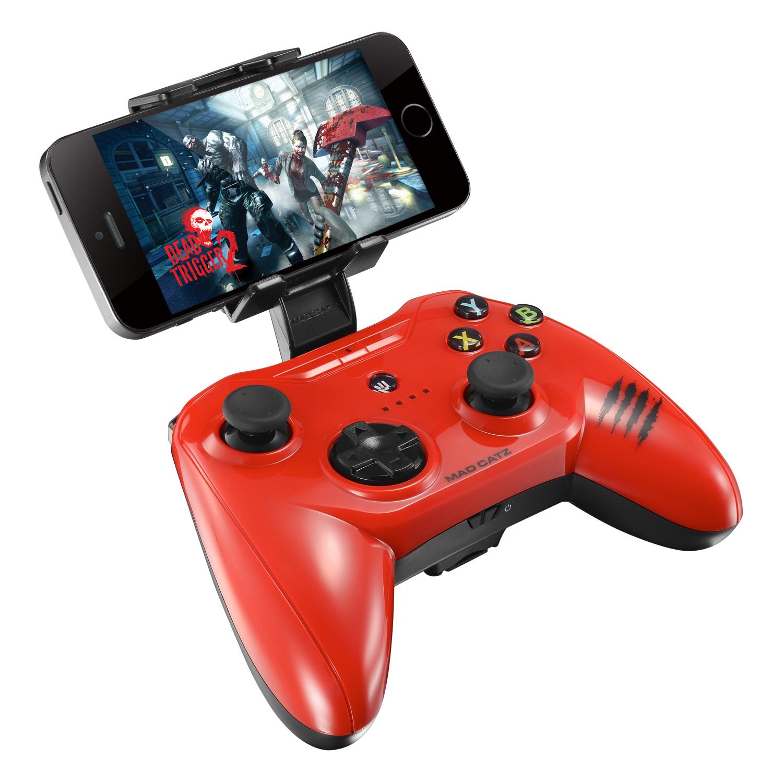 Mad Catz C.T.R.L.i, Gloss Red беспроводной геймпад для iPhone и iPadMCB312630A13/04/1Mad Catz C.T.R.L.i - стильный беспроводной геймпад для iPhone или iPad. Контроллер превратит ваше мобильное устройство в игровую консоль и позволит играть где угодно - дома, в поездках, путешествиях. Он оснащен лицензированным модулем связи от Apple и совместим с iPhone и iPad 5 поколения. Данная модель подключается к мобильному устройству через протокол Bluetooth. Благодаря энергоэффективному модулю Bluetooth 4.0 геймпад может проработать в автономном режиме до двух суток. Для комфортной игры на ходу новинка оснащена съемными регулируемыми зажимами, в которые можно вставить iPhone или iPad. При этом в устройстве не перекрывается разъем Lightning и его можно заряжать даже во время игры. Mad Catz C.T.R.L. i позволяет играть и на большом экране, используя в качестве консоли планшет или смартфон от Apple, соединив его с телевизором с помощью HDMI-кабеля. Геймпад имеет классический дизайн и традиционный набор средств управления: 8-позиционный D-pad и два аналоговых...