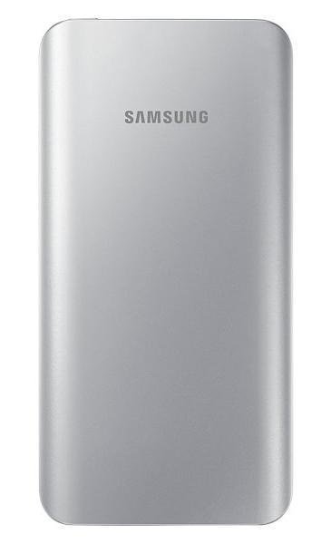 Samsung EB-PA500U, Silver внешний аккумулятор (5200 мАч)EB-PA500USRGRUСтильная зарядка на ходу Стилизованный под металл корпус, закругленные края, изысканные цвета внешнего аккумулятора компании Samsung гармонируют с дизайном Samsung GALAXY S6 I S6 Edge. Универсальный внешний аккумулятор можно использовать как для зарядки мобильных устройств Samsung, так и другой электроники Тонкий дизайн и эргономичная форма Малый вес и сверхмалая толщина позволит вам всегда иметь этот внешний аккумулятор при себе и оперативно заряжать ваши мобильные устройства Безопасный способ зарядки Внешние аккумуляторы Samsung выдержали самые жесткие испытания на надежность зарядных элементов, так что безопасность процесса заряда гарантирована LED-индикация уровня заряда Вы можете мгновенно проверить уровень остаточного заряда внешнего аккумулятора. Просто нажмите кнопку - четыре светящихся индикатора означают полный заряд, а один мигающий означает, что батарея требует подзарядки...