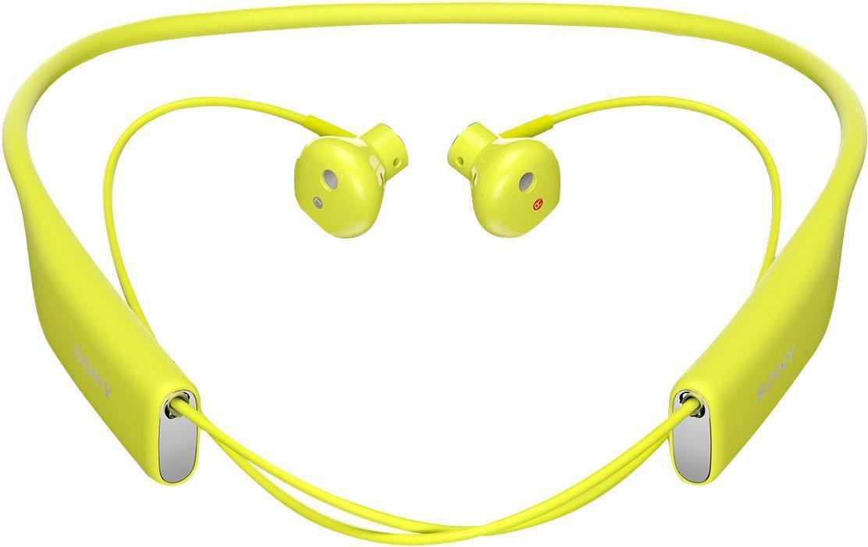Sony SBH70, Lime Bluetooth-гарнитура1293-9541Любимые композиции в громком и чистом звучании Благодаря фирменному качеству звучания от Sony и наушникам, которые идеально сидят в ушах, с Stereo Bluetooth® Headset SBH70 ваша музыка зазвучит на все сто. Просто подключите гарнитуру к любому Bluetooth-устройству и наслаждайтесь любимыми композициями, где бы вы ни были. Чистый голос без посторонних шумов Благодаря качественному звучанию и комфортной форме наушников говорить по гарнитуре одно удовольствие. Она подавляет эхо, звук ветра и посторонние шумы, поэтому ваш собеседник будет слышать вас громко и отчетливо. Общение в любую погоду Эта гарнитура водостойкая, поэтому вы можете смело использовать ее под проливным дождем и даже мыть под краном. Комфорт на протяжении дня Несмотря на мощь воспроизводимого звука, гарнитура столь невесома, что про нее можно просто забыть. Stereo Bluetooth® Headset SBH70 комфортно носить на работе, по дороге домой, во время пробежки — ее можно не снимать целый день, но...