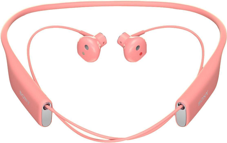 Sony SBH70, Pink Bluetooth-гарнитура1293-9539Любимые композиции в громком и чистом звучании Благодаря фирменному качеству звучания от Sony и наушникам, которые идеально сидят в ушах, с Stereo Bluetooth® Headset SBH70 ваша музыка зазвучит на все сто. Просто подключите гарнитуру к любому Bluetooth-устройству и наслаждайтесь любимыми композициями, где бы вы ни были. Чистый голос без посторонних шумов Благодаря качественному звучанию и комфортной форме наушников говорить по гарнитуре одно удовольствие. Она подавляет эхо, звук ветра и посторонние шумы, поэтому ваш собеседник будет слышать вас громко и отчетливо. Общение в любую погоду Эта гарнитура водостойкая, поэтому вы можете смело использовать ее под проливным дождем и даже мыть под краном. Комфорт на протяжении дня Несмотря на мощь воспроизводимого звука, гарнитура столь невесома, что про нее можно просто забыть. Stereo Bluetooth® Headset SBH70 комфортно носить на работе, по дороге домой, во время пробежки — ее можно не снимать целый день, но...