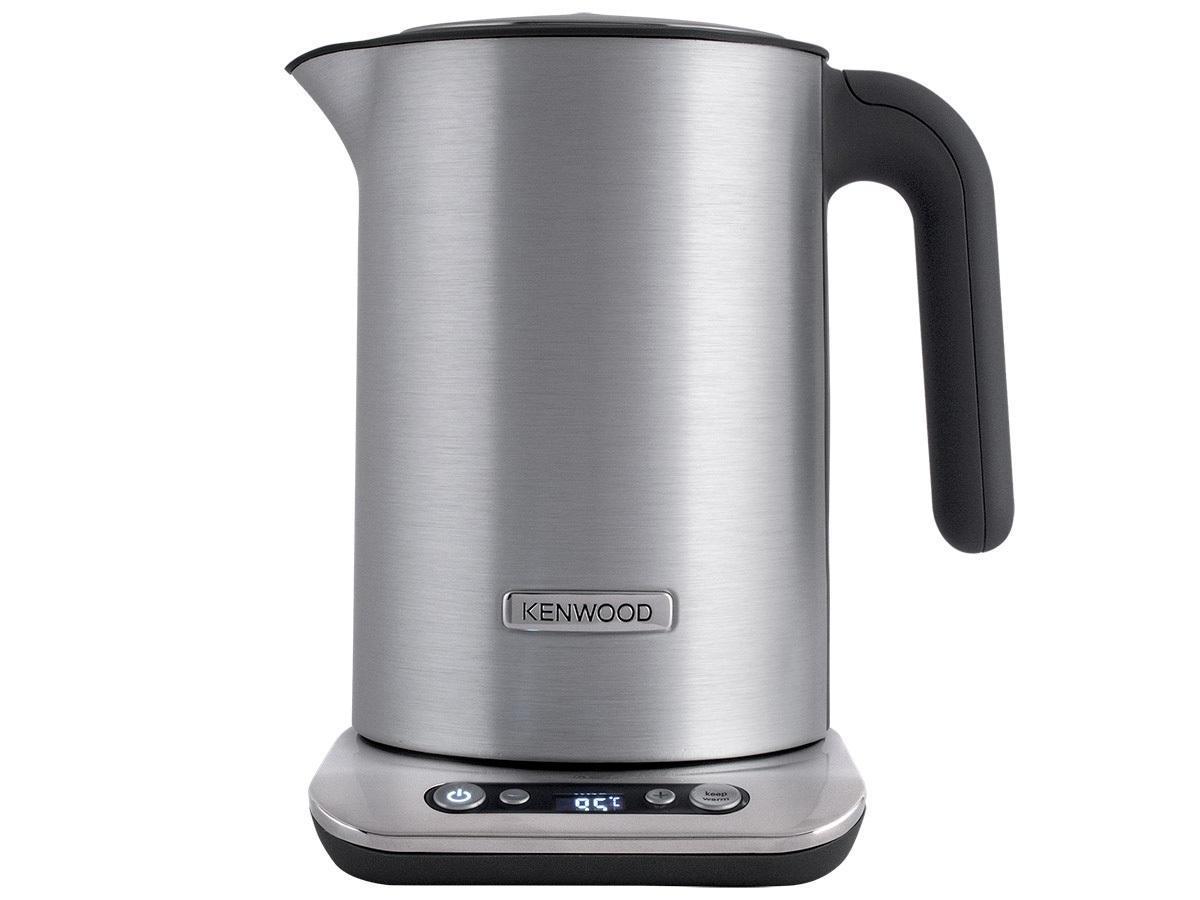 Kenwood SJM610 Persona электрочайникSJM610Наслаждайтесь любимым напитком идеальной температуры. Далеко не все сорта чая необходимо заваривать при температуре 100°C. Благодаря функции контроля температуры в чайнике SJM 610 Persona объемом 1,6 литра, вы можете кипятить воду как до 70°C, что идеально для белых и зеленых чаев, так и до 100°C, подходящих для большинства традиционных сортов черного чая.