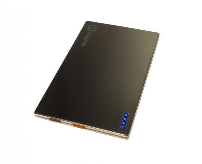 Harper PB-2002, Gold внешний аккумуляторPB-2002 goldУникальность модели заключается в сочетании компактных размерах и довольно большой емкости батареи аккумулятора. Толщина аккумулятора составляет всего 4,5 миллиметра. Легко умещается в заднем кармане брюк или даже в бумажнике. При этом объем заряда 2000 мАч. Этого достаточно для того чтобы полностью зарядить батарею большинства популярных среди пользователей смартфонов. А любители активного пользования мобильных устройств подтвердят как важно иметь возможность вовремя подзарядить телефон.