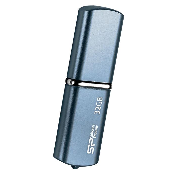 Silicon Power LuxMini 720 32GB, Dark Blue USB-накопительSP032GBUF2720V1DSilicon Power LuxMini 720 отличается уникальным модным дизайном металлического корпуса с блестящей поверхностью и плавными дугообразными краями. Дизайн накопителя и новые цвета - персиковый, ярко-голубой и бронзовый, призваны выразить индивидуальность пользователей. Модель Silicon Power LuxMini 720 удобна в переноске, пользователи могут использовать накопитель в качестве модного аксессуара на связке ключей или на цепочке. USB накопитель доступен емкостью от 4 ГБ до 32 ГБ и отвечает требованиям различных пользователей.