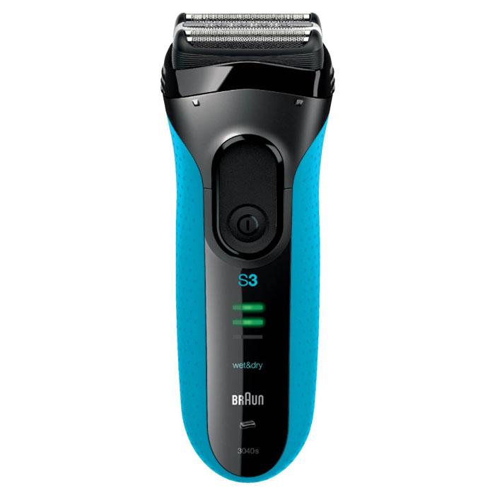 Braun Series 3 3040s, Black Blue электробритваБ0017839_sГладкое бритье, идеальный комфорт. Быстрее, чем когда-либо раньше* С новой технологией Microcomb. Новая бритва Series 3 от Braun, мировой бестселлер среди сеточных бритв, стала еще лучше. Технология Microcomb помогает направлять больше волосков к режущим элементам для более быстрого бритья.* Благодаря системе бритья тройного действия и сеточке SensoFoil™ бритва Series 3 не только обеспечивает гладкое бритье 3-х дневной щетины, но и идеальный комфорт для кожи. Бритву Series 3 3040 Wet &Dry можно использовать в душе с пеной или с гелем для более комфортных ощущений. Технология Microcomb помогает направлять больше волосков к режущим деталям для более быстрого бритья. Tри независимых режущих блока адаптируются к контурам лица Технология Wet & Dry позволяет пользоваться бритвой в душе с пеной или гелем 1 час зарядки позволяет...