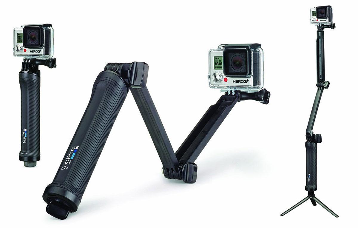 GoPro 3-Way, Black крепление для экшн-камерыAFAEM-001Широкоуниверсальное крепление 3-в-1 GoPro 3-Way может быть использовано в качестве штатива, дополнительной рукоятки или насадки-удлинителя. Складной рычаг идеально подходит для любителей автопортретов, упрощая съемку селфи, а так же для случаев, когда нужно захватить самые лучшие кадры от первого лица. Вы так же можете применить крепление в качестве мини-штатива, который используется самостоятельно или в сочетании с рукояткой. Сохраняйте изумительные фото и видеокадры во время торжественных мероприятий или семейных прогулок. Используйте все возможности 3-Way: создавайте самые яркие кадры ваших экшн-трюков в любое время года! Крепление идеально для сноубординга, скейтбординга, лыжного спорта и многих других. Конструкция является водонепроницаемой и подходит для серфингистов и дайверов.