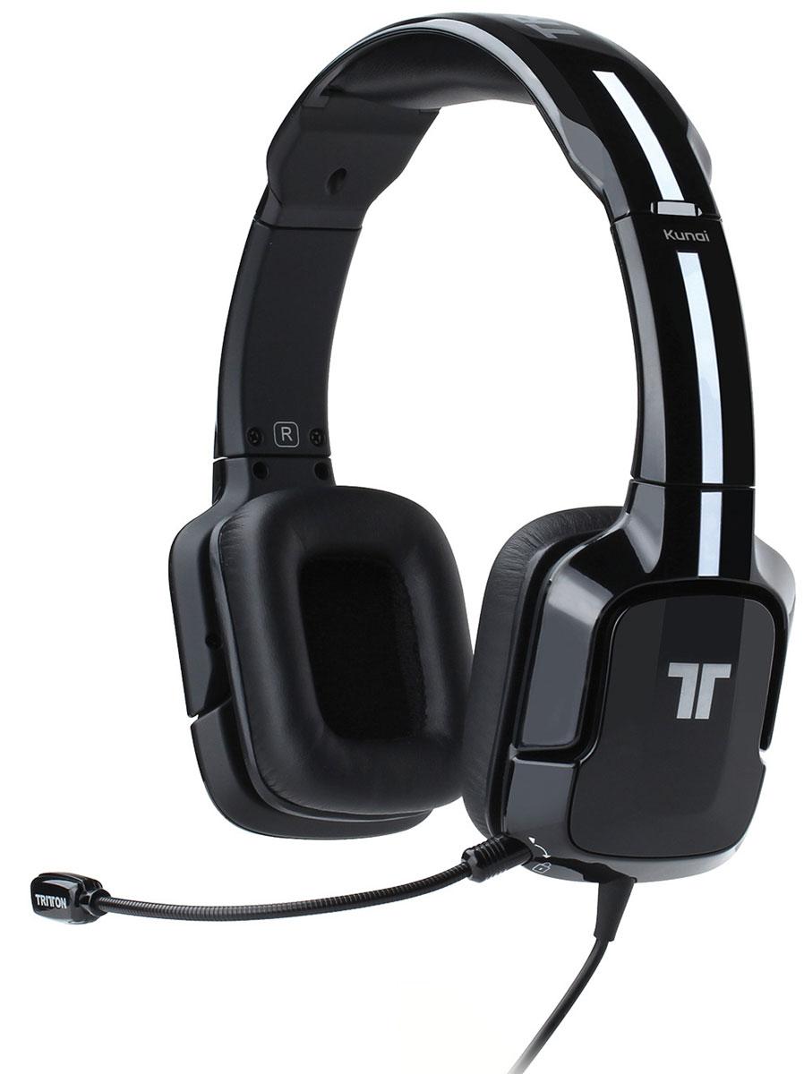 Tritton Kunai, Black стереогарнитура для PS3/PS4TRI881040002/02/1Стереогарнитура Tritton Kunai оптимизирована специально для игровых систем компании Sony. Она обеспечивает качественное воспроизведение стереозвука при игре как на домашних, так и на портативных игровых системах. Звуковое сопровождение игры и голоса в чате выводятся через два точно откалиброванных, усиленных 40-миллиметровых динамика, оснащенных неодимовыми магнитами. Предусмотрены отдельно кнопки выключения микрофона, регулировки громкости наушников и регулировки чувствительности микрофона. Независимые регуляторы громкости предназначены для звукового сопровождения и чата (PlayStation 3). Если разговоры ваших соперников отвлекают вас от игры, просто уменьшите уровень громкости чата с помощью регулятора на пульте управления. Уровень громкости звукового сопровождения игры также можно изменить - вы можете заглушить голос врага, но по-прежнему слышать фоновые звуки. Если вы не общаетесь в PlayStation Network, а просто слушаете музыку или смотрите фильм на PS Vita,...