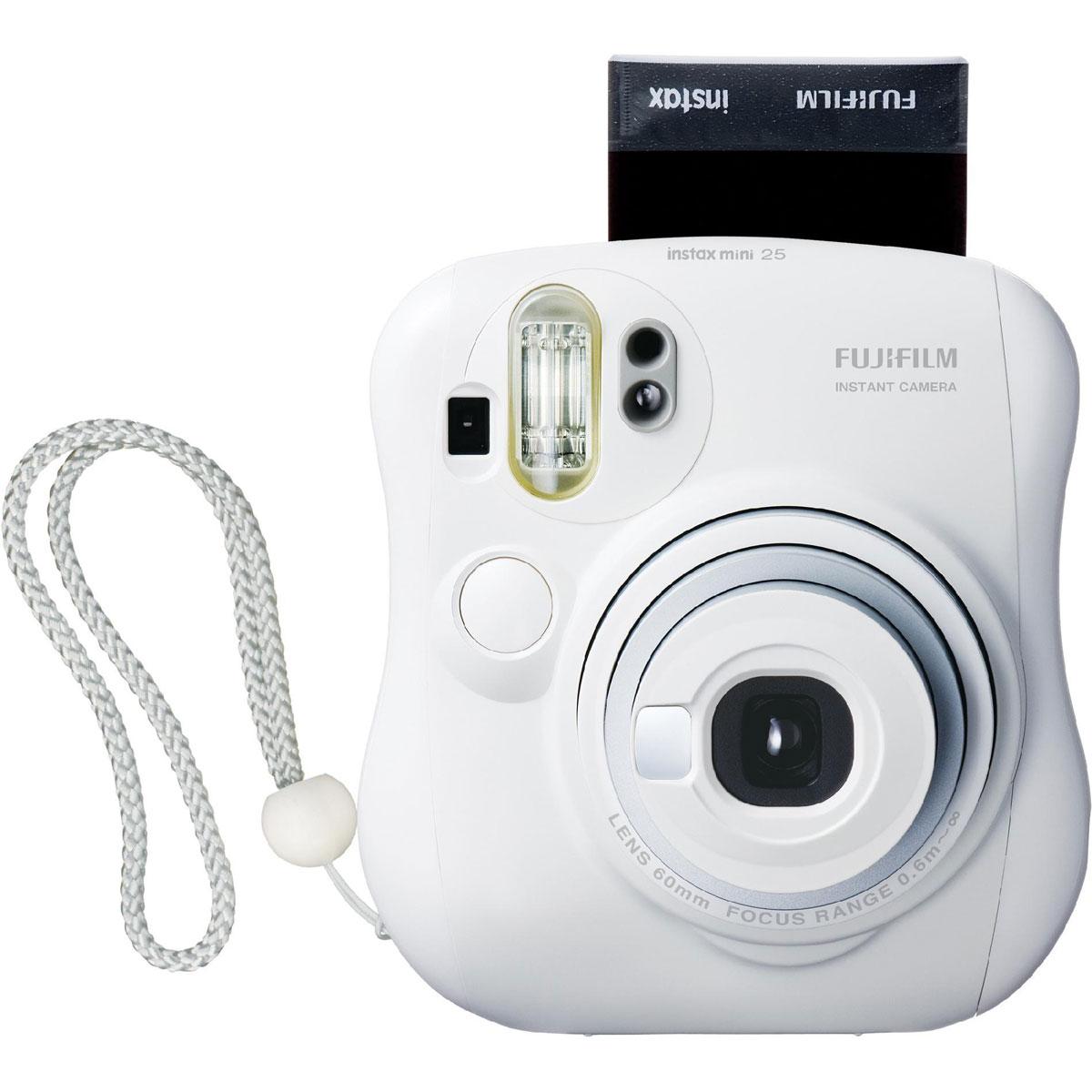 Fujifilm Instax Mini 25, White фотокамера мгновенной печати15953812Вы получите истинное удовольствие от использования фотокамеры для моментальных снимков Fujifilm Instax Mini 25, которая несомненно приобретёт популярность среди Ваших близких.Благодаря изящным снимкам размером с кредитную карту, получаемым за считанные секунды, любители фотографии всех возрастов смогут насладиться приятным сувениром на память о событиях своей жизни сразу после нажатия на кнопку затвора. Сочетание высококачественного объектива Fujinon и фотоплёнки Instax Mini позволяет мгновенно получать великолепные фотографии.Регулировка яркости/затемнения позволяет настраивать насыщенность цветов на конечной фотографии. Две кнопки спуска затвора на корпусе делают съемке с вертикальной и горизонтальной ориентацией камеры гораздо удобнее. Режим заполняющей вспышки (интеллектуальная вспышка для светлого фона) используется для запечатления человека и фона с одинаковой четкостью. Камера определяет яркость фона и в зависимости от нее автоматически настраивает выдержку. Фон на фотографии получается четким, даже если она была сделана в плохо освещенном помещении.Выдвижной объектив для съемки с расстояния до 35 см от объекта. Чтобы сделать снимок объекта крупным планом, можно воспользоваться функцией выдвижения объектива. Это особенно удобно для съемки цветов, мелких предметов или сладостей. Маленькое зеркало, расположенное рядом с объективом, позволяет контролировать композицию кадра во время съемки автопортретов.Используемая фотопленка: Fujifilm Instax MiniРазмер фотографии: 62 х 46 ммУправление экспозицией: автоматическоеКоррекция экспозиции: ±2/3 EVПитание: CR2/DL CR2 х 2Ресурс батарей: 30 упаковок фотобумаги (по результатам исследований Fujifilm)В комплект входят ремешок и объектив для макросъемки